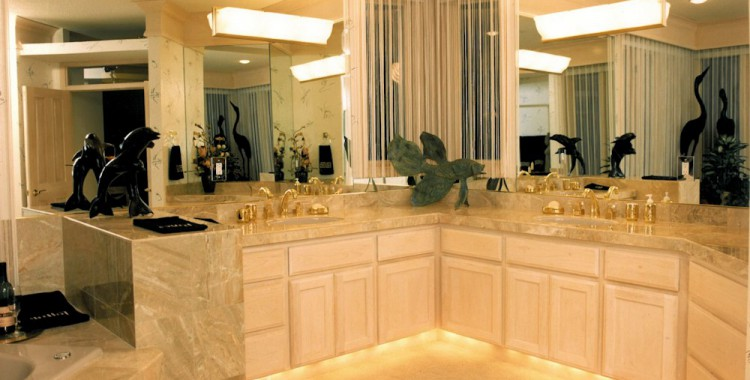 Oregon Dream 1995 - Master Bath - Bernard Custom Homes - Street of Dreams.