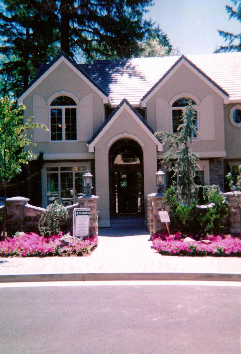 Oregon fir 2001 front entrance landscape street of for Street of dreams homes