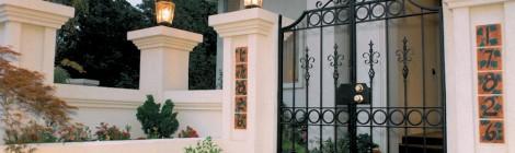 Oregon Jewel 1994 - front entry courtyard - Bernard Custom Homes - Street of Dreams.