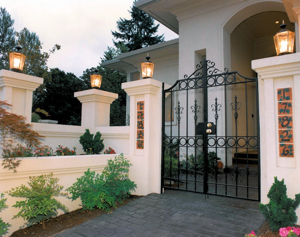 Oregon Jewel 1994 - front entry courtyard - Bernard Custom Homes - Street of Dreams.