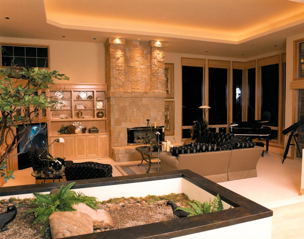 Oregon Spirit 1997 - Great Room with Indoor Planter - Bernard Custom Homes - Street of Dreams.